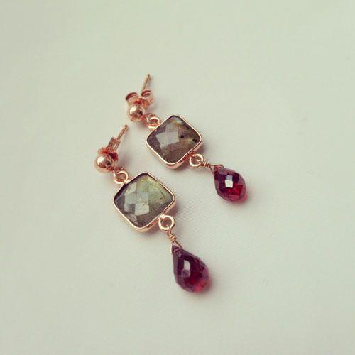 Orecchini in argento 925 placcato oro rosa. Pietre: labradorite e granato