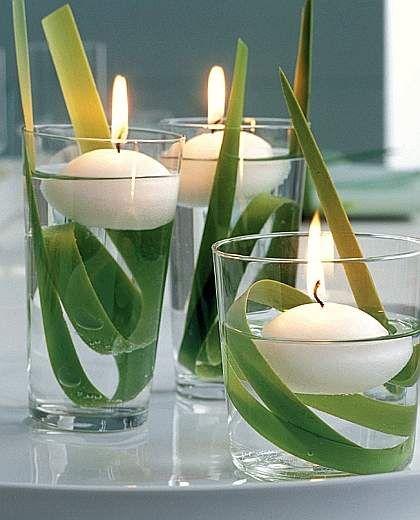 DIY centrotavola naturale con foglie e candele, semplice e minimal per un'eleganza e purezza assoluta.