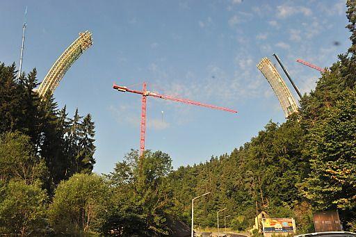 ASFINAG: Bogenbrücke über die Feldaist als neues Freistädter Wahrzeichen | Fotograf: Wolfgang Simlinger www.simi.at | Credit:ASFINAG | Mehr Informationen und Bilddownload in voller Auflsung: http://www.ots.at/presseaussendung/OBS_20130726_OBS0007