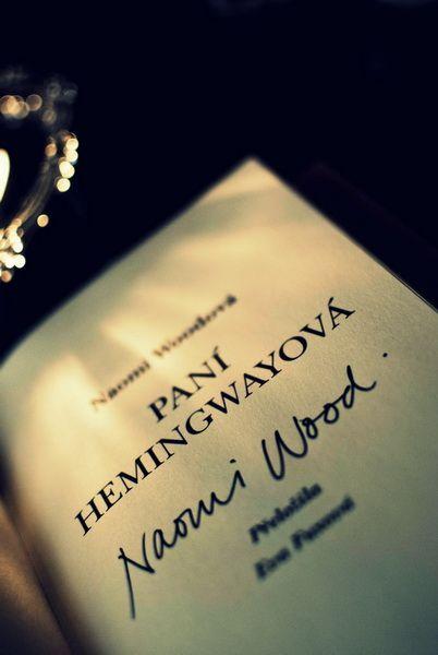 Podepsaná PANÍ HEMINGWAYOVÁ