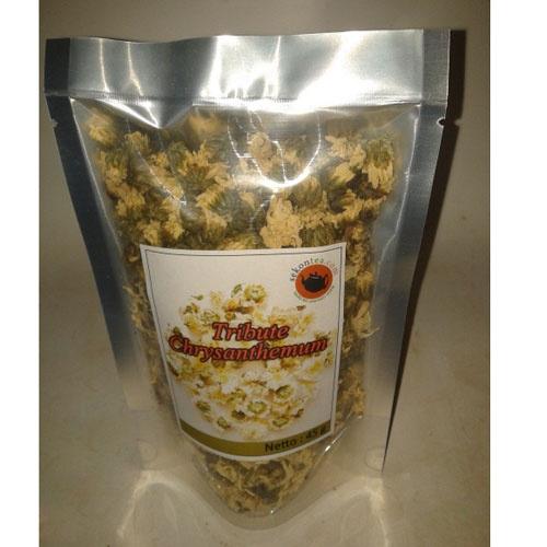 Teh Bunga Krisan atau Chrysanthemum Tea memiliki rasa manis dan aroma wangi bunga. Teh bunga krisan dikenal dalam pengobatan China untuk mencegah dan mengobati sakit tenggorokan.  Seduhan bunga krisan ini juga dapat membantu menurunkan demam, melindungi liver dan menetraliir racun dalam tubuh.  Teh ini juga dipercaya dapat membantu  menyembuhkan flu dan mencegah jerawat.     Asal Produk: Anhui, China