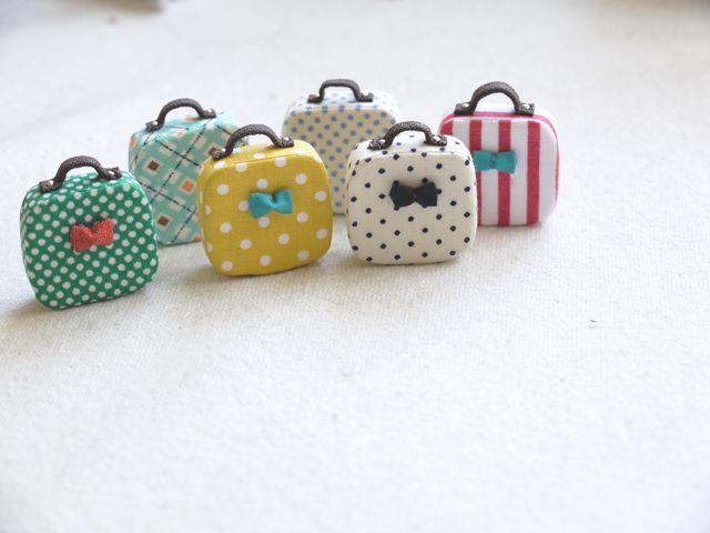 tiny suitcase - necklace