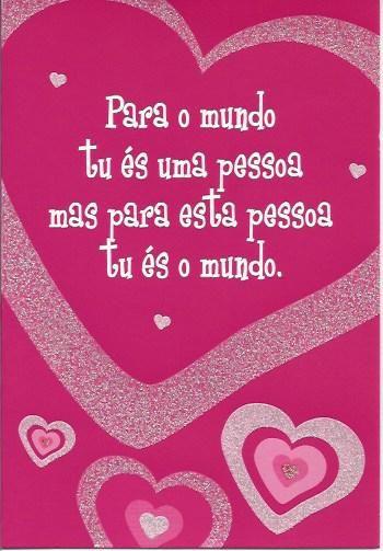 Para o mundo tu és uma pessoa, mas para esta pessoa tu és o mundo!  Postal com purpurinas e tradução Inglêsa no verso.