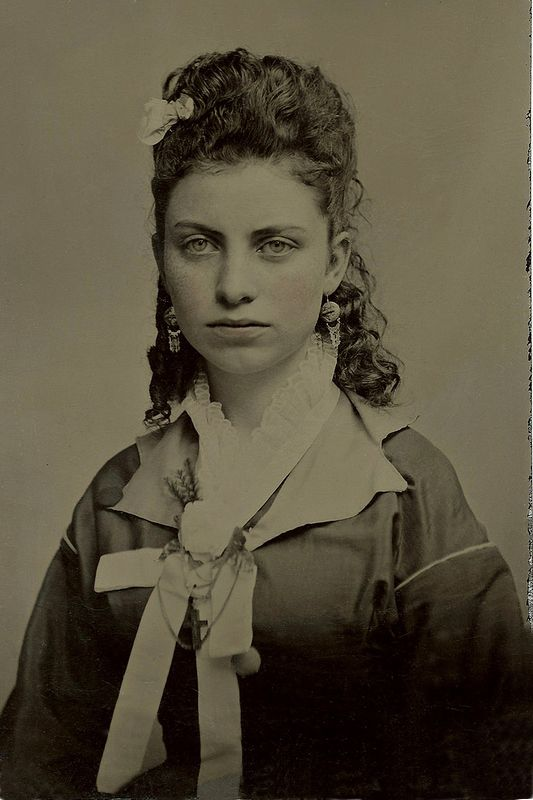 +~+~ Antique Photograph ~+~+  TInType portrait of a beautiful young woman.