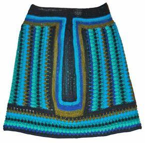Falda tejida a crochet en hilo Textil Amazonas en colores negro, verde oliva, azul verde, turquesa y azules claros, talla M