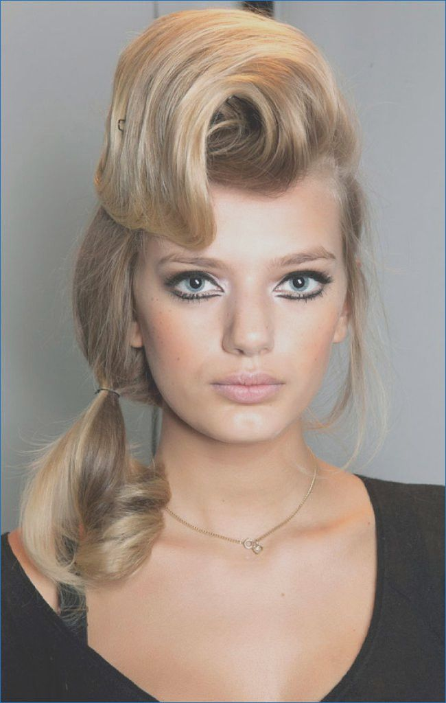 Female Pompadour Hairstyle Ideas In 2020 Cool Easy Hairstyles Hairstyle Medium Length Hair Styles
