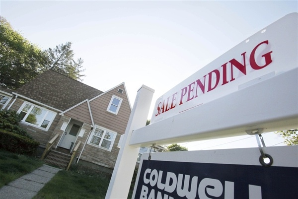 Home prices higher for third straight month as 'sand states' drift away from crisis (Photo: Bill Sikes / AP)Realestate, Buy A Home, Aol Real, Sellers Marketing, Sellersmarket Lowinventori, Real Estate, Campaigns Sellersmarket, Blog, Estate News