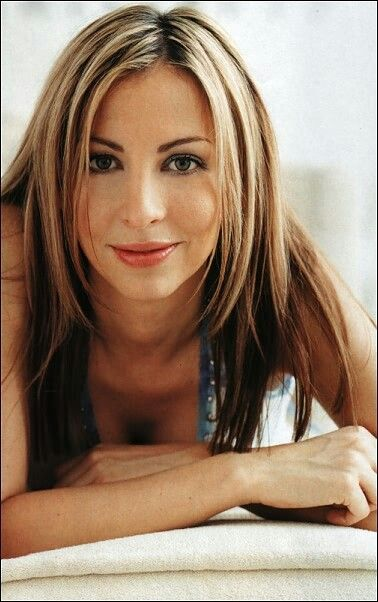Natalie Appleton (May 14, 1973) Canadian singer, o.a. known from the group All Saints and Appleton.