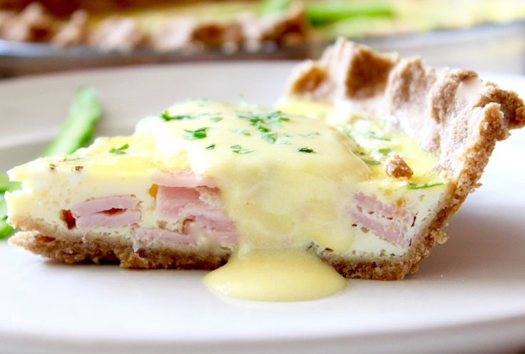 Eggs Benedict Quiche with easy blender hollandaise is an great way to get all the flavors of Eggs Benedict for a crowd without all the work! via livelytable.com