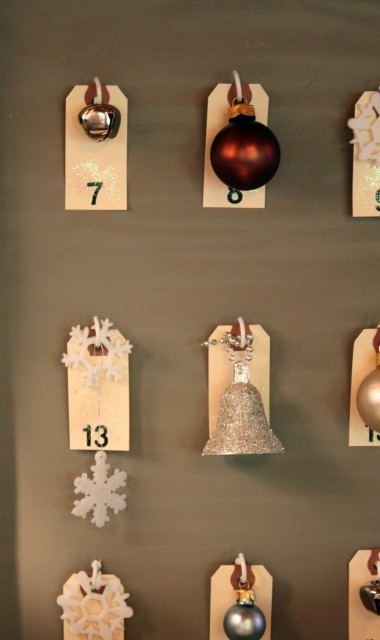 Christmas Advent Calendar With Ornaments Tags.This advent calendar idea is simple and