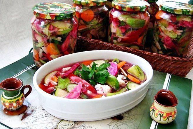 Retete Culinare - Salata asortata de legume si fructe