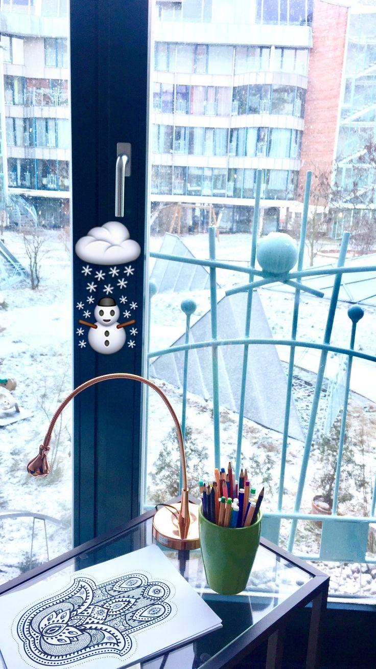 Mandala malen als Entspannung im Winter. Gedanken loslassen, Meditieren und seine innere Mitte finden. Alles über Mandala malen kannst du auf meinem Blog lesen oder das Video auf YouTube ansehen. ☺️ http://fit-weltweit.de/blog/mandala-malen-anleitung-die-entspannung-fuer-erwachsene/
