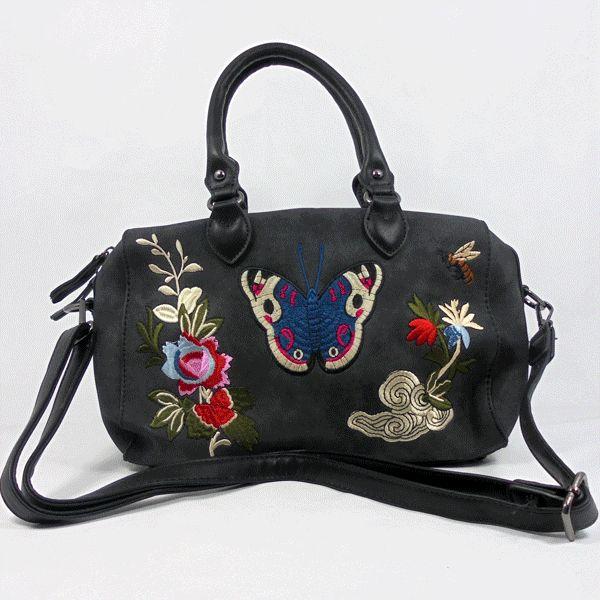 Bolso pequeño imitación piel envejecida bordado con mariposa y flores Un pequeño y coqueto bolso con el contraste de los colores vivos del bordado sobre el tono negro de la piel envejecida. https://www.lutasha.es/p3038569-bolso-mariposa-bordada.html 📧Suscribete a nuestra newsletter para conseguir un dto. en tu 1ª compra: http://eepurl.com/cg3iQj https://www.youtube.com/watch?v=V3twZp5jI6s&feature=youtu.be #handbags #fashion #bags #bag #handbag #purse #handbags#handbagshop #handbagseller…