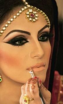 Really powerful, but if it was done well on the right person it would look gorgeous! middle eastern makeup. Bit the blush is wayyyy to much.