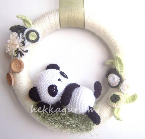 Délutáni pihenő - amigurumi, horgolt panda bébis ajtódísz, Meska