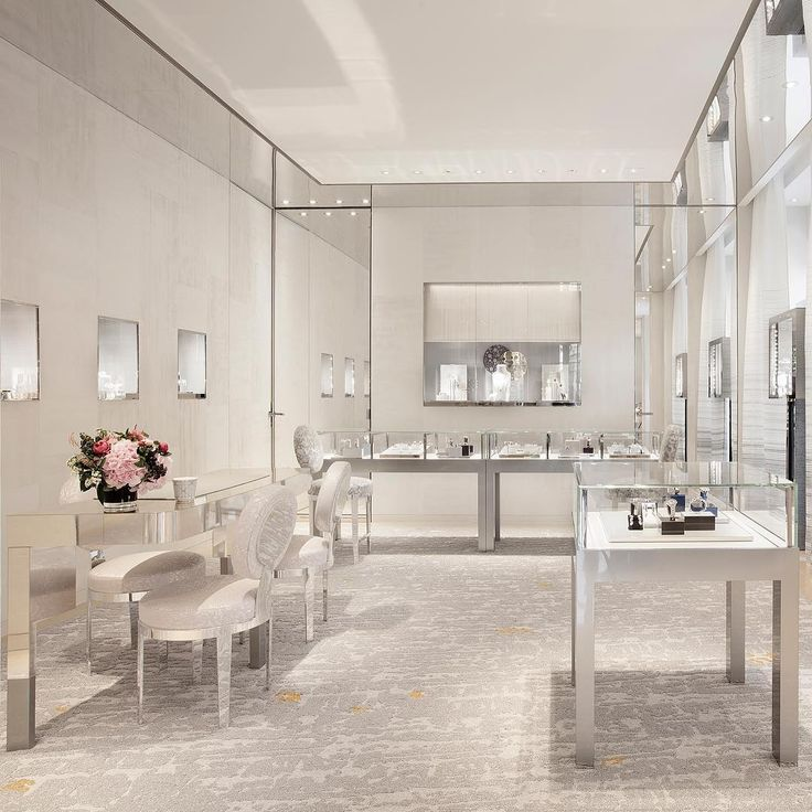 dior: Modernity and elegance are the key elements in this new boutique where Victoire de Castellane's collections and the House's timepieces find a home. The new Dior Fine Jewellery and Timepieces Boutique also accommodate artists' furniture by Vincenzo de Cotiis, a VIP salon and artworks from Dana Buckley and Damien Hirst. #DiorJoaillerie