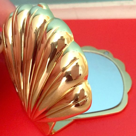 Lilly Pulitzer Sea Shell Compact Mirror Sea shell compact mirror! Clean and clear mirror! Never really used just kept in a drawer Lilly Pulitzer Makeup