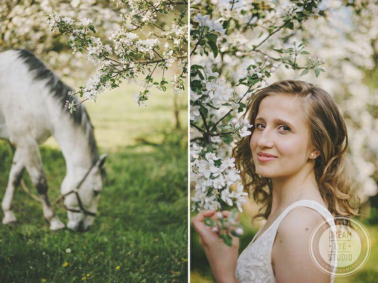 http://dreameyestudio.pl/ #dreameyestudio #blonde #horse #photo #weddingsession #fionce