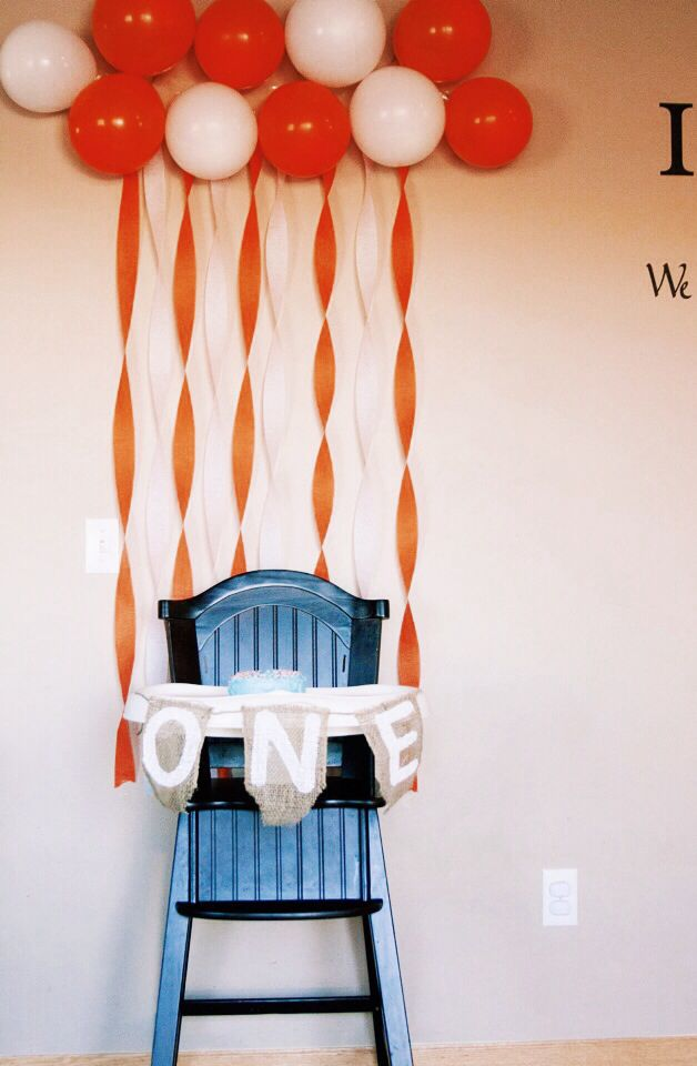 Boy first birthday party decoration ideas : high hair bunting and backdrop for cake pictures