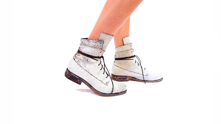 Striker Boots in White Crack!