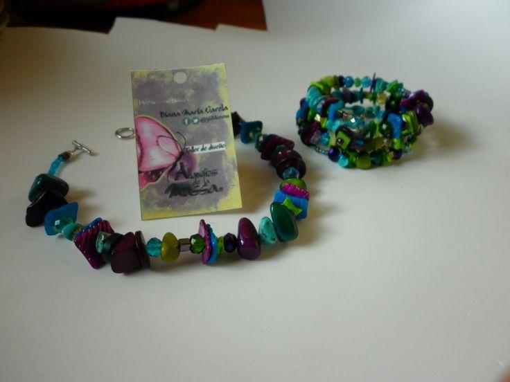 Colección Camaleón 2015!!Gargantilla y brazalete (4 vueltas) en tonalidades púrpura/verde/azul materiales:tagua,cristal de murano,concha,chquiras,nacar,amatista,turquesa,crsital checo herrajes en plata.