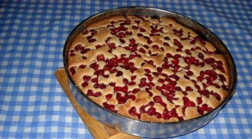 csodas-tejfolos-cseresznyes-pite-maga-a-csoda-ez-a-suti