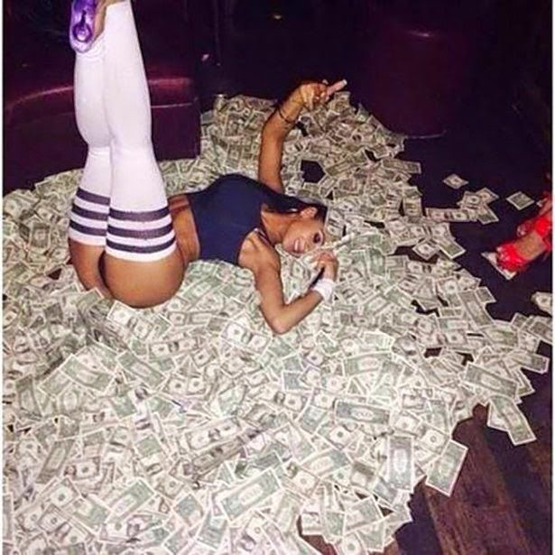 28 Strippers And Their Money