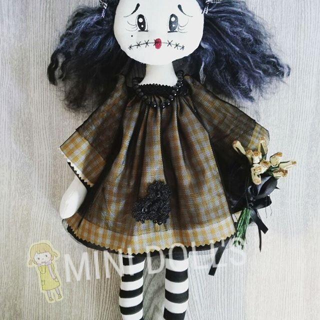 Loulou esta lista.  Disponible.  http://www.etsy.com/shop/minidollss  http://www.amazon.es/handmade/Mini-Dolls  #youtube #sewing #fetama #dollart #dolls #handmade #hechoamano #kawaiiworl #kawaii #buyonamazon #buyonetsy #muñecaspersonalizadas #minidolls #halloween #halloween2017 #death