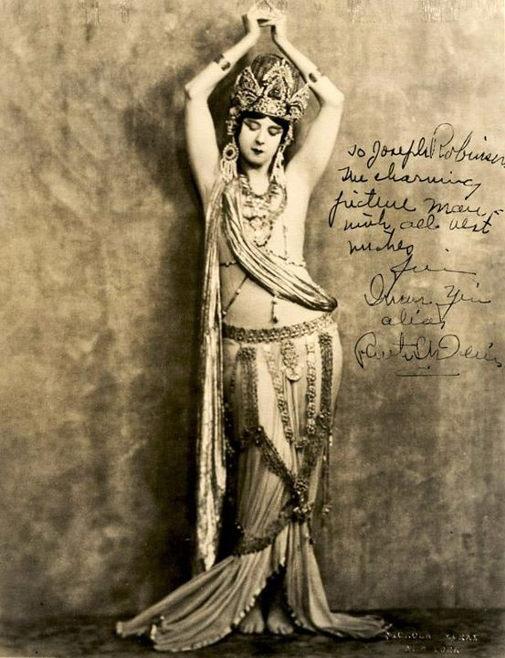 vintage beautyFamous Quotes, Vintage Photos, Vintage Photographers, Vintage Bellydance, Vintage Beautiful, Old Photos, Inspiration Quotes, Belly Dancers, Ruth St