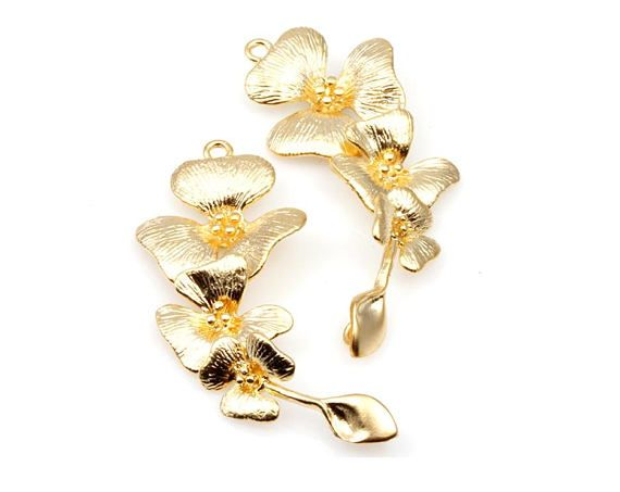 2pcs  Cascading 3 Orchid Flower Connector in Matte Gold / 16K