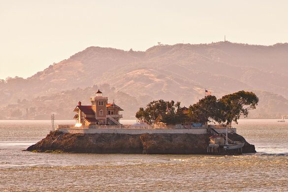 A B&B on a Victorian lighthouse station in San Francisco Bay.