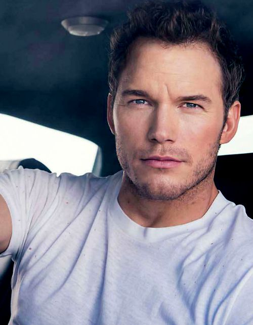 Chris Pratt. Honey I don't care how much u weigh. You're adorable and I hereby objectify you.