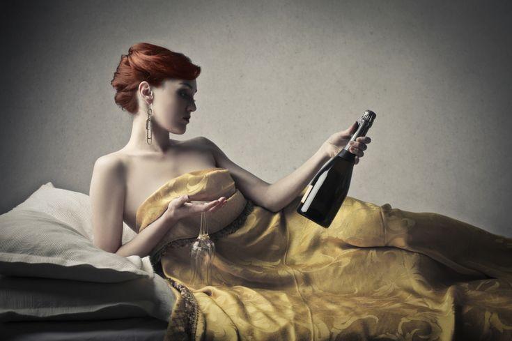 Bere vino prima di andare a letto aiuta a perdere peso (secondo la scienza)