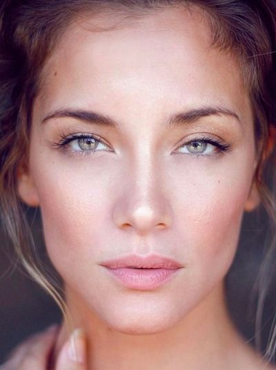 Natural wedding makeup with lush lashes is key for a romantic wedding look.