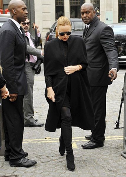 Stella McCartney en memorial por Alexander McQueen #Mourning fashion