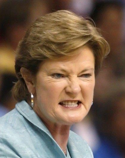 † Pat Summitt  (64) 28-06-2016  Amerikaanse ex-vrouwen college basketbal hoofdcoach. Ze diende als hoofdtrainer emeritus van de Universiteit van Tennessee Lady Vols basketbalteam. https://youtu.be/Ss7ICfeTBjI?t=58
