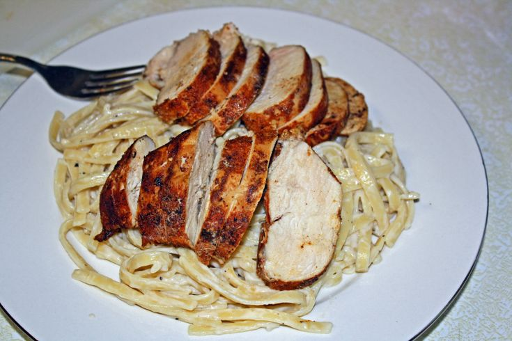 Though I don't make it to Olive Garden restaurant nearly enough (about an hour away) I do love their alfredo pasta. So, I was happy to find the recipe in an older issue of Food Network Magaz…