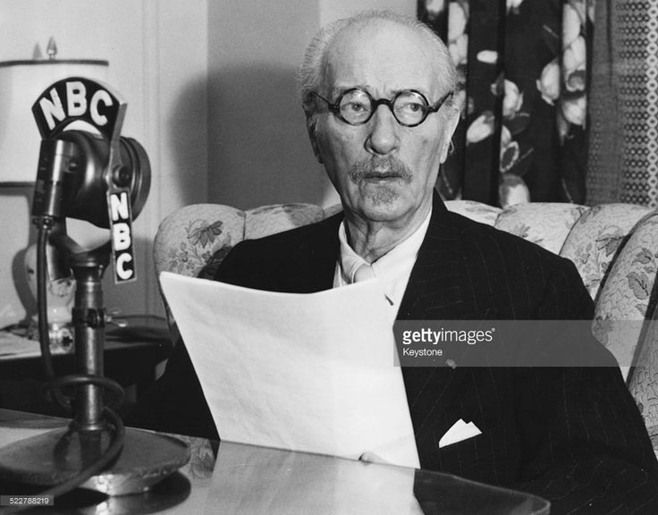 Polish pianist and statesman Ignace Jan Paderewski in front of an NBC microphone, delivering an address to implore Americans to purchase savings bonds, Buckingham Hotel, New York City, circa 1940.