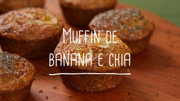 Ingredientes: 1 ovo e uma clara 2 bananas nanica (quanto mais maduras, melhor) ½ copo de iogurte desnatado 1/2 xícara de farelo de aveia integral 1/2 xícara de farinha banana verde (ou farinha de beringela) 1/2 colher sopa de adoçante Tal e Qual 1 colher (café) baunilha 1 colher (chá) de fermento em pó 1 pitada de sal Sementes de chia a gosto