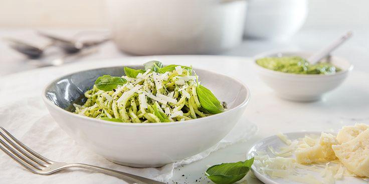 Lyst på en skikkelig digg vegetarrett med avokado? Oppskrift på pasta med kremet avokado-pesto.