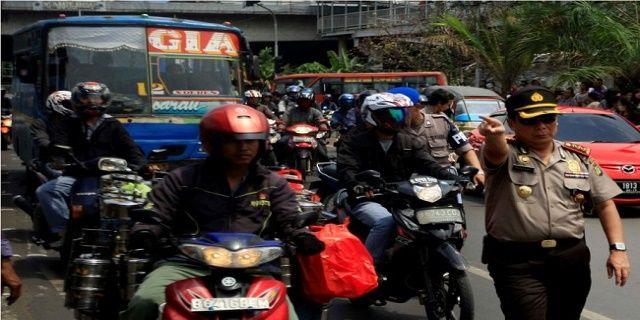 Begini Tanggapan Polri Terkait Demo Buruh 2 Desember - Indopress, Jakarta – Aksi mogok nasional yang dilakukan buruh dengan turun jalan pada 2 Desember mendapat tanggapan dari pihak kepolisian. Terkait hal ini polisi bakal segera menemui perwakilan massa buruh …