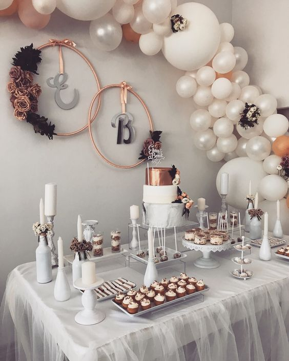DIY wedding balloon garland