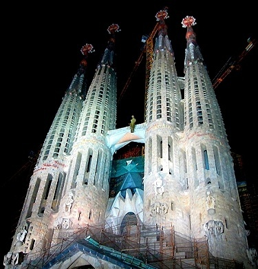 Sagrada Familia at night, Barcelona http://www.gypsynester.com/sagradafamilia.htm