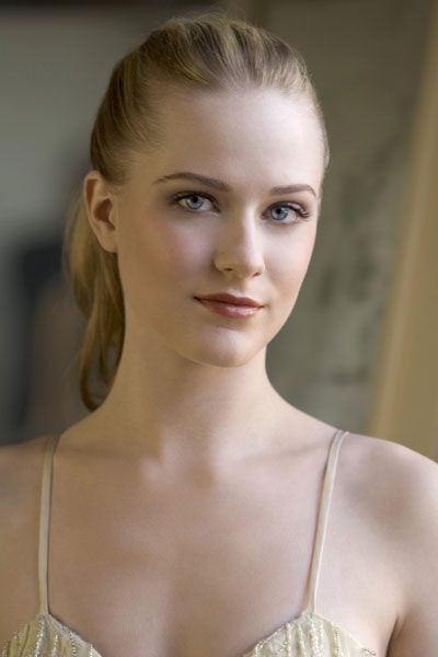 In Westworld, the hit HBO series, Evan Rachel Wood plays Dolores Abernathy, the oldest host; she is a Western girl who discovers her entire life is an elaborately constructed lie. Her aesthetic drew influences from Andrew Wyeth's painting Christina's World as well as Lewis Carroll's Alice. Correlati