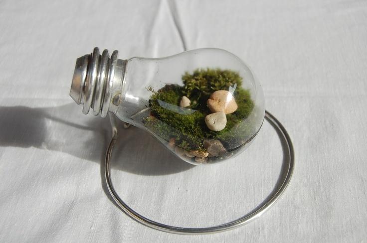 DIY. Old lamp + stones + moss = terrarium