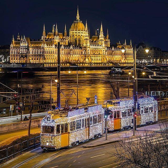Budapest by Tamas Rizsavi