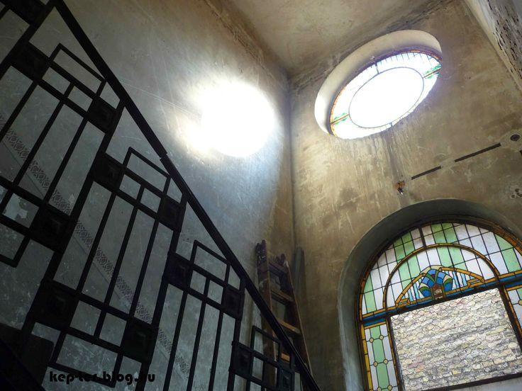 Staircase in Dózsa György út 64, designed by Gyula Fodor.