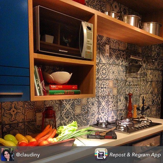 """""""Um arraso essa cozinha por @jricardomachado com revestimento by Obra Prima  #projetotop #naobraprimatem #regram #decor #design #revestimento…"""""""