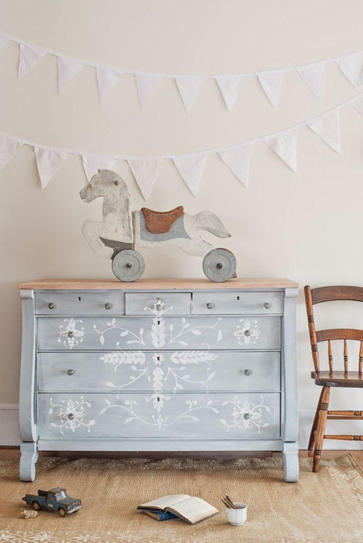 Antic&Chic. Decoración Vintage y Eco Chic: [DIY] Renovar una cómoda estilo imperio con Milk Paint y cera blanca