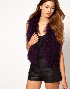A warm and chic gilet in autumnal berry shade